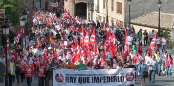 1458041-Manifestacion_del_7_de_octubre_en_Toledo