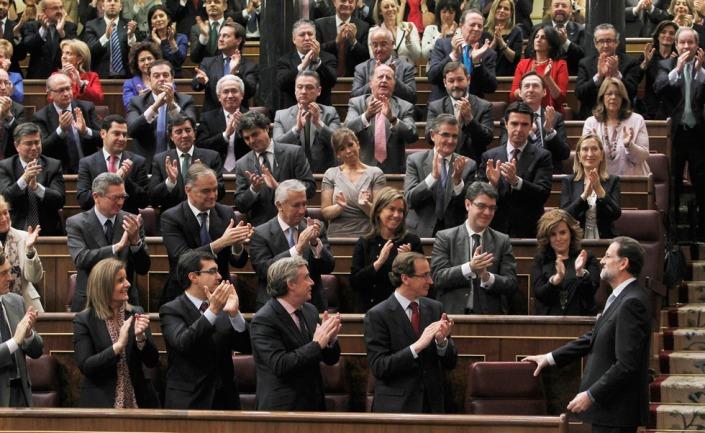 Diputados del PP aplauden al nuevo presidente