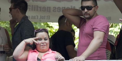 43937_almudena-fernandez-chiqui-marido-borja-desfile-orgullo-gay-2013_m