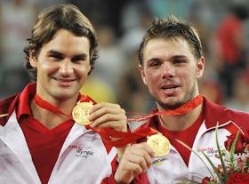 Roger Federer (L) and Stanislas Wawrinka