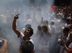 asistentes-protestan-retraso-chupinazo