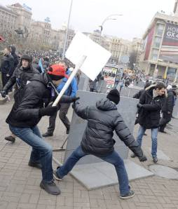 Anti-government protests continue in Ukraine