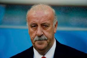 Spain's coach Vicente Del Bosque looks on before their 2014 World Cup Group B soccer match against the Netherlands at the Fonte Nova arena in Salvador
