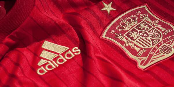 Nuava-camiseta-de-La-Roja